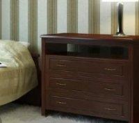 Как выбрать комоды и тумбы для спальни из массива?